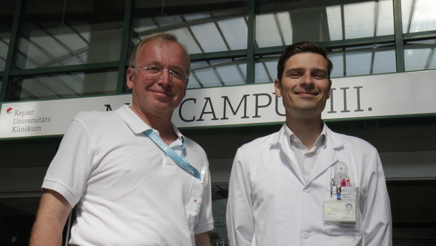 Dr.â005Hannes Müller (li.) und Dr.â005Manfred Schmidt replantierten mit Dr.â005Manfred Behawy den Arm. (Bild: Kronen Zeitung)