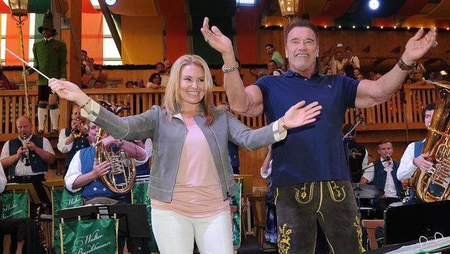 Arnold Schwarzenegger und Freundin Heather Milligan geben in München den Ton an. (Bild: babiradpicture/Chr.Stiefler)