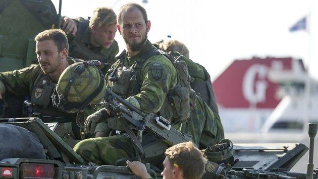 Soldaten des schwedischen Panzerregiments Skaraborg (Bild: EPA)