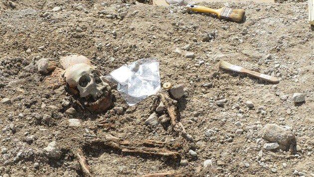 Neun altrömische Gräber im Tiroler Zirl entdeckt (Bild: Daniel Liebl, zeitungsfoto.at)
