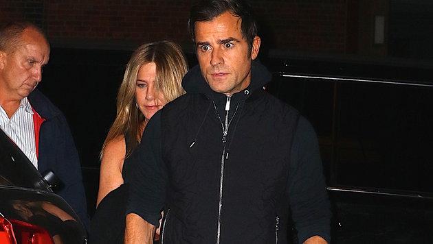 Jennifer Aniston und Ehemann Justin Theroux vor einem Restaurant in New York (Bild: Viennareport)
