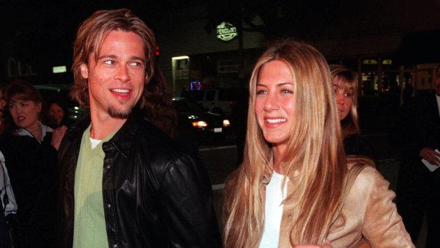 Brad Pitt und Jennifer Aniston auf einem Foto aus dem Jahr 2000 (Bild: AP)