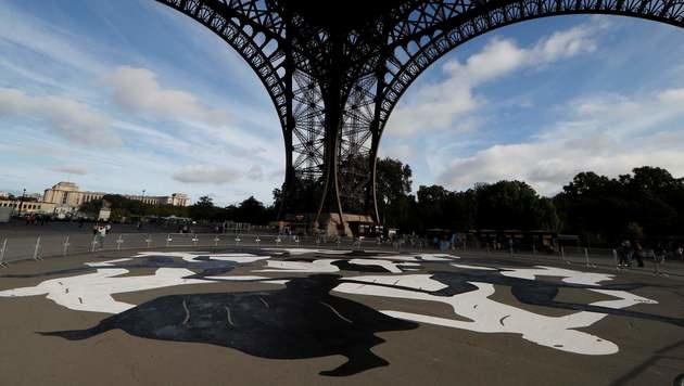 Mega-Kunstwerk unter Eiffelturm (Bild: AFP)