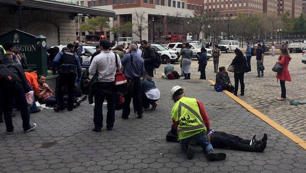 Zugunglück fordert Toten und Dutzende Verletzte (Bild: AFP/Getty Images/Pancho Bernasconi)