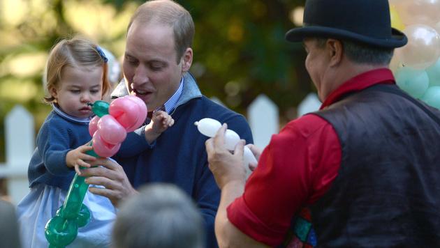 Prinz William und die kleine Charlotte (Bild: AP)