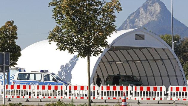 Die Kontrollstelle des Grenzübergangs Kiefersfelden (Bild: APA/dpa/Uwe Lein)