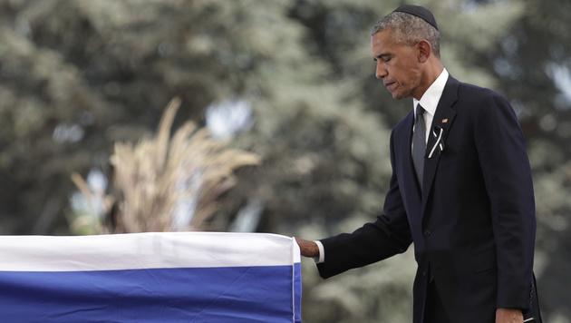 US-Präsident Barack Obama am Sarg von Shimon Peres (Bild: AP)