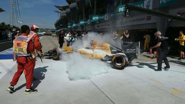 Rettung in letzter Sekunde! Renault in Flammen (Bild: AFP)