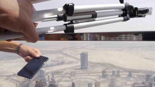YouTuber wirft iPhone 7 vom höchsten Haus der Welt (Bild: YouTube.com/TechRax)