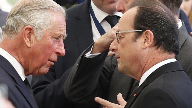 Prinz Charles im Gespräch mit Frankreichs Präsident Francois Hollande (Bild: ASSOCIATED PRESS)