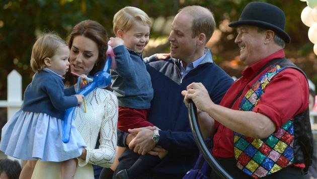 Prinz William und Herzogin Kate mit Charlotte und George (Bild: AP)