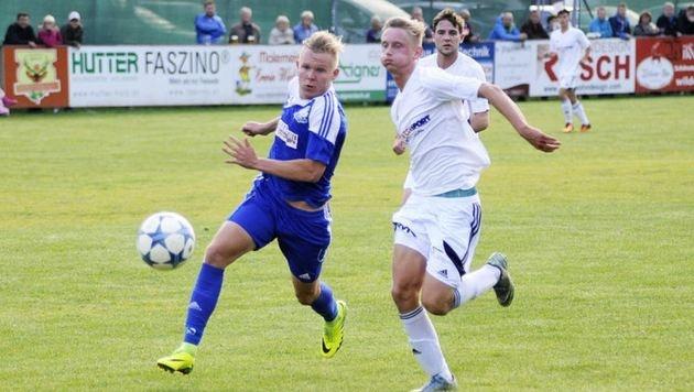 St. Michaels Marcel Bernhofer (li.)traf beim 3:0 im Lungau-Derby gegen Tamsweg doppelt. (Bild: Roland Holitzky)