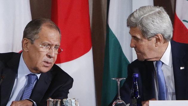 US-Außenminister Kerry mit seinem russischen Amtskollegen Lawrow während einer Konferenz in New York (Bild: Associated Press)