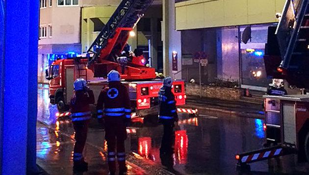 Rotes Kreuz und Feuerwehrkräfte am Einsatzort (Bild: ROTES KREUZ BRUCK/KAPFENBERG/THO)