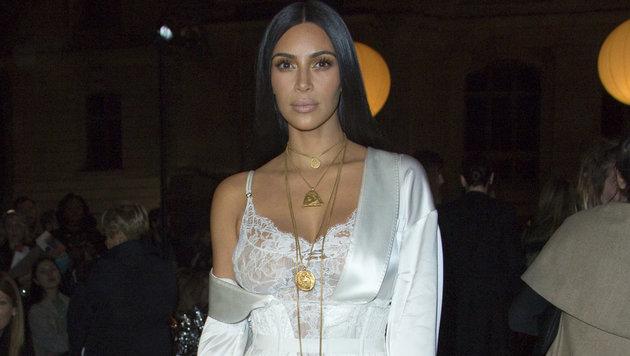 Kim Kardashian in der Front Row bei der Schau von Givenchy im Rahmen der Pariser Fashion Week (Bild: Viennareport)
