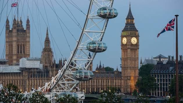 Touristen saßen stundenlang im London Eye fest (Bild: APA/AFP/POOL/ROB STOTHARD)