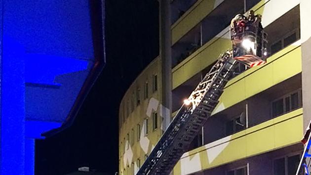 33 Menschen wurden über ihre Balkone in Sicherheit gebracht. (Bild: ROTES KREUZ BRUCK/KAPFENBERG/THO)