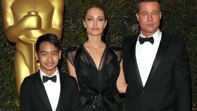 Angelina Jolie und Brad Pitt mit Sohn Maddox (Bild: AP)