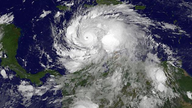 "Hurrikan ""Matthew"" zieht auf Inselstaat Haiti zu (Bild: NASA/NOAA GOES Project)"