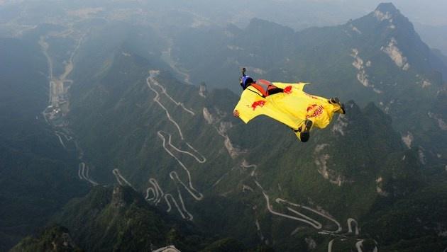 Wingsuit-Pilot (Symbolbild) (Bild: APA/AFP/STR)