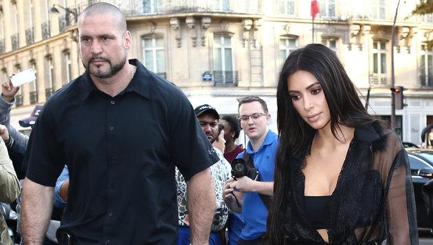 Kim Kardashian mit ihrem Bodyguard Pascal Duvier (Bild: Viennareport)