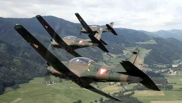 Drei PC-7 in enger Formation über der Steiermark (Bild: Bundesheer)