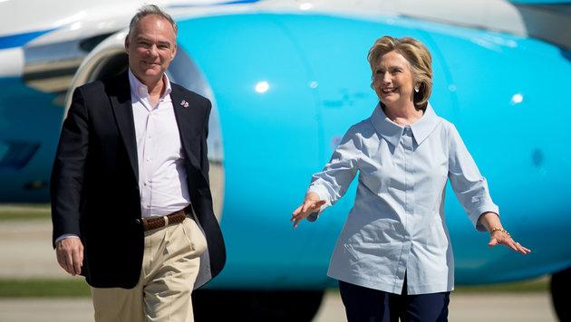 Kaine und Clinton während eines Besuchs in Cleveland (Bild: ASSOCIATED PRESS)