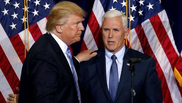 Trump und Pence während einer Parteiveranstaltung in Phoenix im Bundesstaat Arizona (Bild: ASSOCIATED PRESS)