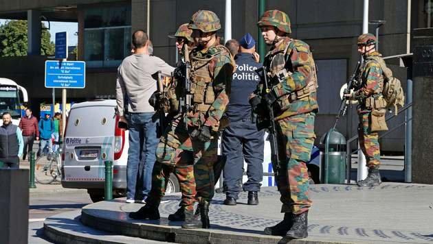 Attacke auf Brüsseler Polizisten: Täter in Haft (Bild: APA/AFP/BELGA/THIERRY ROGE)