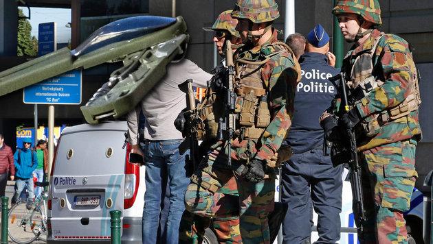 Bruder von Messerangreifer in Belgien festgenommen (Bild: AFP/BELGA/THIERRY ROGE, AP/Olivier Matthys)