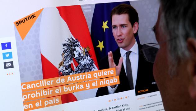 """Sebastian Kurz als """"Canciller"""" im spanischsprachigen Dienst des Nachrichtenportals """"Sputnik"""" (Bild: APA/ROLAND SCHLAGER)"""