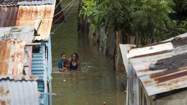 """Auch in der Dominikanischen Republik sorgte """"Matthew"""" für Überschwemmungen. (Bild: APA/AFP/afp/ERIKA SANTELICES)"""