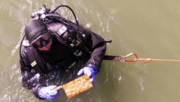 Ein Taucher entdeckte damals die Mordwaffe im Donaukanal. (Bild: Andi Schiel)