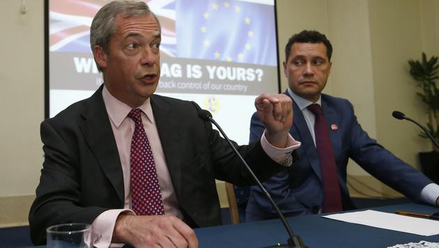 Nigel Farage (li.) und Steven Woolfe (re.) (Bild: AP)