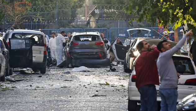 Motorrad-Anschlag in Istanbul: Zehn Verletzte (Bild: ASSOCIATED PRESS)