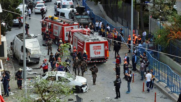 Motorrad-Anschlag in Istanbul: Zehn Verletzte (Bild: APA/AFP/STRINGER)
