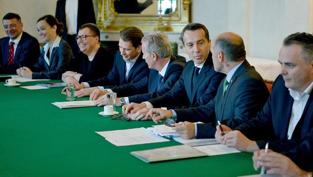 Koalitionsfrage: Bitte, wie lange noch? (Bild: APA/ROLAND SCHLAGER)