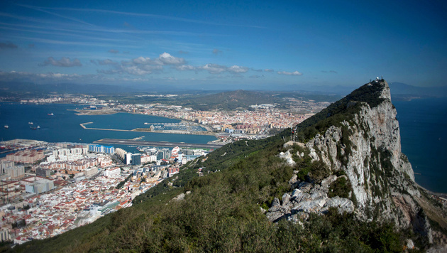 Spanien will Briten Gibraltar abluchsen (Bild: APA/AFP/JORGE GUERRERO)