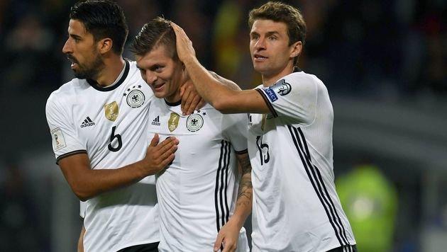 Müller-Doppelpack! Deutschland paniert Tschechien (Bild: APA/AFP/PATRIK STOLLARZ)