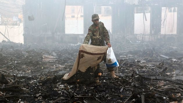 Über 140 Tote bei Luftangriffen auf Trauerfeier (Bild: APA/AFP/Mohammed Huwais)