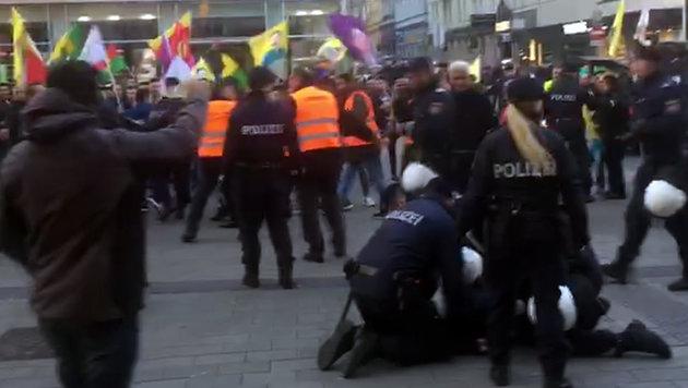 Erneut Zwischenfall bei Kurden-Demo in Wien (Bild: Screenshot)