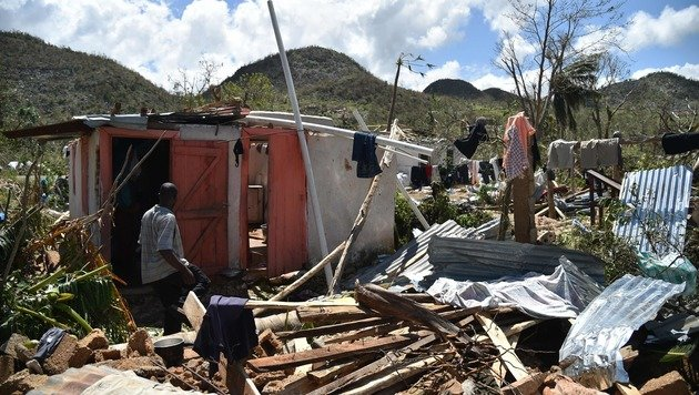 """""""Matthew"""" zog eine Spur der Verwüstung durch das bitterarme Haiti. (Bild: APA/AFP/HECTOR RETAMAL)"""