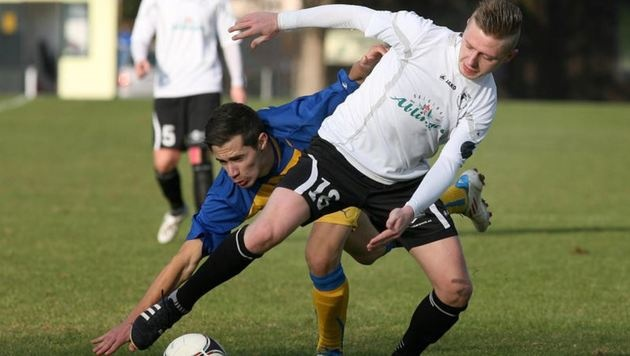 Denis Andric (rechts) und Oberndorf haben sich die Tabellenführung in der 1. Landesliga gekrallt. (Bild: Andreas Tröster)