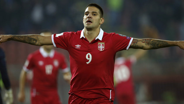 Serbiens Doppeltorschütze Aleksandar Mitrovic (Bild: Associated Press)