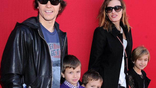 Mark Wahlberg mit Ehefrau Rhea Durham und den drei Kindern (Bild: Viennareport)