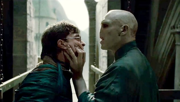 "Daniel Radcliffe und Ralph Fiennes in ""Harry Potter and the Deathly Hallows: Part 2"" (Bild: (c) AP)"