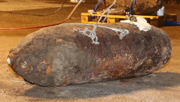 In der Vergangenheit wurden immer wieder Fliegerbomben wie diese in Wien entdeckt. (Bild: dpa/Malte Christians (Symbolbild))
