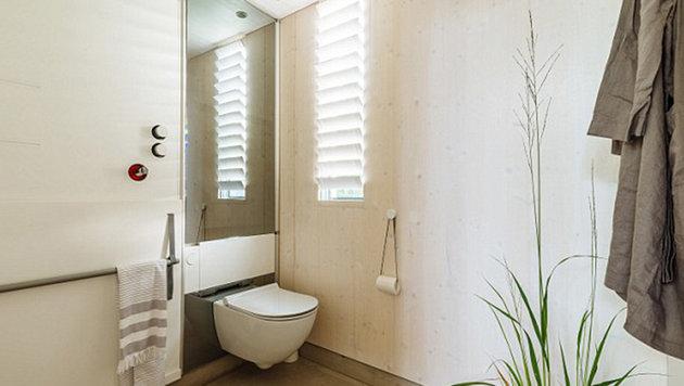 Natürlich gibt es auch ein Bad mit fließendem Wasser. (Bild: kodasema)