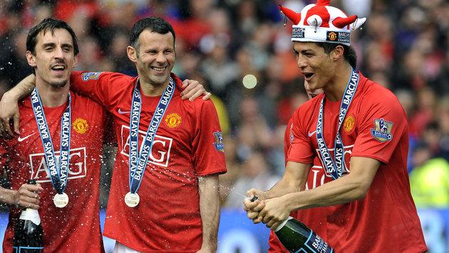 Gary Neville (links) mit Ryan Giggs und Cristiano Ronaldo (rechts) (Bild: ADRIAN DENNIS / AFP / picturedesk.com)