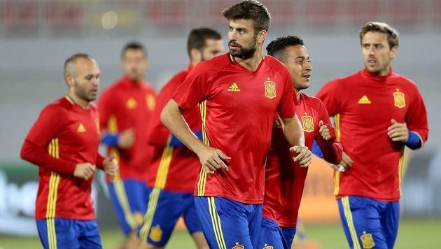 Pique kündigt Rücktritt aus Nationalteam an (Bild: APA/AFP/GENT SHKULLAKU)